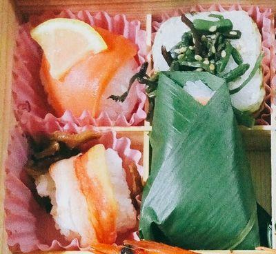ゐざさ取り寄せ 鮭蟹ゐざさ寿司味付三菜.jpg